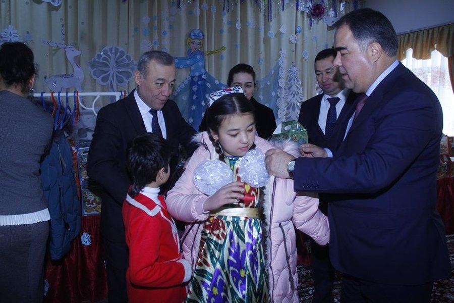 Глава Согда поздравил детей с Новым годом