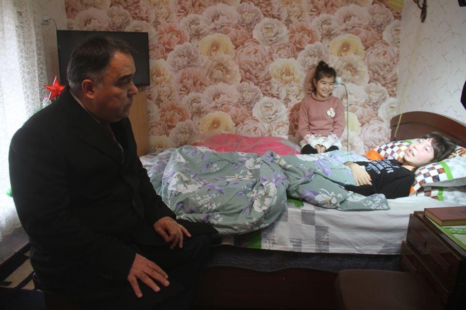 Председатель Согда подарил Анисе ноутбук
